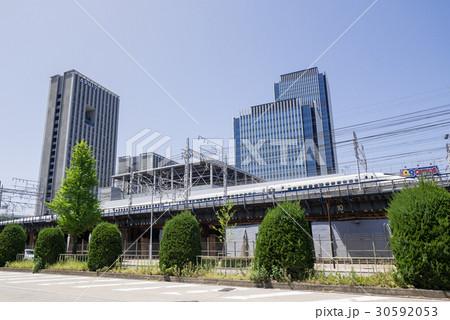 名古屋都市風景 名駅通り ささしまライブ24東交差点付近 グローバルゲートと愛知大学と新幹線 30592053