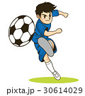 カタログやパンフレットで使えるサッカーでシュートをするサッカー少年 30614029