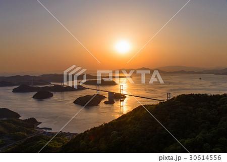 【瀬戸内しまなみ海道】来島海峡大橋夕景 30614556