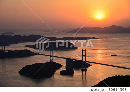 【瀬戸内しまなみ海道】来島海峡大橋夕景 30614563