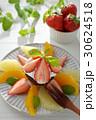 生チョコレートケーキのフルーツ添え 30624518