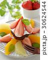 生チョコレートケーキとフルーツパナッシェ 30624544