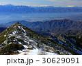 冬の金峰山稜線から中央アルプスと御嶽 30629091