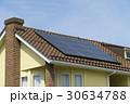 住宅 ソーラパネルを設置イメージ 煙突のある瓦屋根 30634788