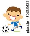 サッカーを楽しむ男の子 30635622