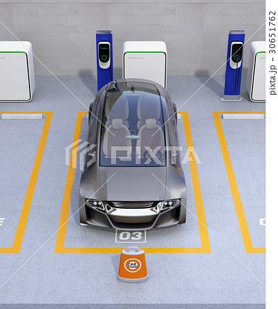 カーシェア専用駐車場に駐車している無人運転電気自動車。カーシェアリングのコンセプト 30651762