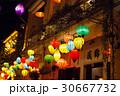 ランタンの町、ベトナム ホイアンの夜 30667732