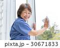 清掃 仕事 シニア女性 30671833
