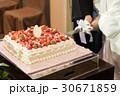 ウェディングケーキ ケーキカット 30671859