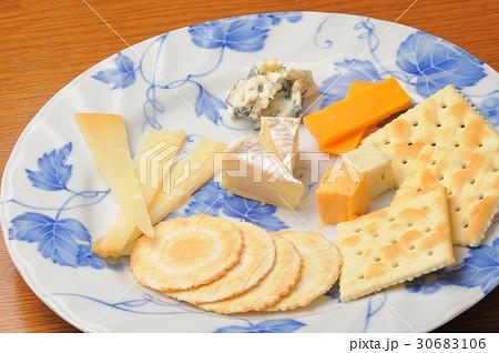 乾き物 チーズとクラッカーの盛り合わせ 30683106