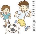 サッカーをして遊ぶ子供たち 30684646