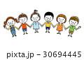 子供たち:みんなで手をつなぐ 30694445