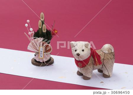 戌の人形とミニ門松 30696450
