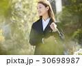 女性 ビジネスウーマン 屋外の写真 30698987