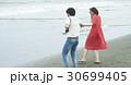 レトロ 海岸 カップルの写真 30699405