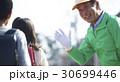 シニア 小学生 ボランティアの写真 30699446