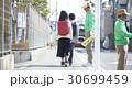 シニアボランティア 通学路での安全補助 30699459
