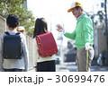 シニアボランティア 通学路での安全補助 30699476