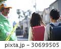 シニア 小学生 通学路の写真 30699505