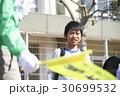 小学生 男の子 通学路の写真 30699532