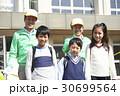 シニア 小学生 ボランティアの写真 30699564