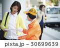 シニアボランティア 路上でのマナー喚起 30699639