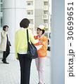シニアボランティア 路上でのマナー喚起 30699651