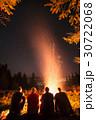キャンプ キャンプファイヤー 火の写真 30722068