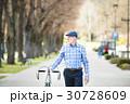 自転車 にこやか 男の人の写真 30728609