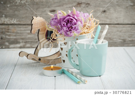 pink tulips, blue cup, straws, lit candle の写真素材 [30776821] - PIXTA