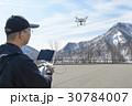 ドローンとパイロット 30784007