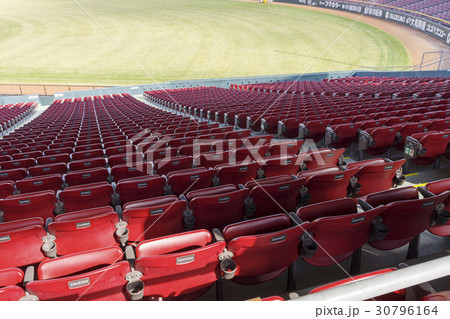 カープ本拠地マツダスタジアム 1塁側ライト近くの内野席 30796164