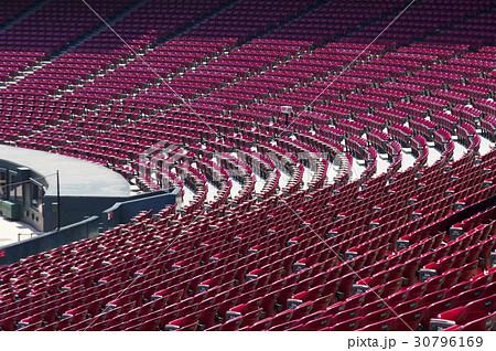 カープ本拠地マツダスタジアム バックネット裏の内野席 30796169