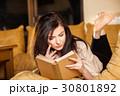 女性 読書 ブックの写真 30801892