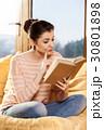 女性 読書 ブックの写真 30801898