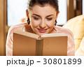 女性 読書 ブックの写真 30801899