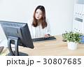 デスクワーク オフィスワーク ビジネスウーマンの写真 30807685