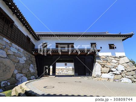 今治城二の丸の表門である鉄御門、武具櫓。 30809744