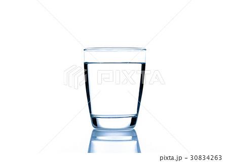 水 白バックの写真素材 [30834263] - PIXTA