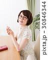 ライフスタイル 女性 ダイニングテーブルの写真 30846344