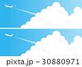 夏の青空と入道雲と飛行機 30880971