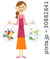ゴミ分別 エプロンの女性 30882841