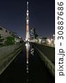 東京スカイツリー「幟」と川面に映る鏡像 30887686