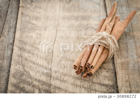 Cinnamon sticks on wooden tableの写真素材 [30898272] - PIXTA