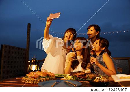 パーティー 女子会 旅行 リゾート バカンス 女子旅 友達 30898467