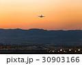 夕暮れの空港 30903166