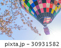熱気球と桜2-12 30931582
