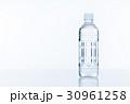水 ペットボトル 30961258