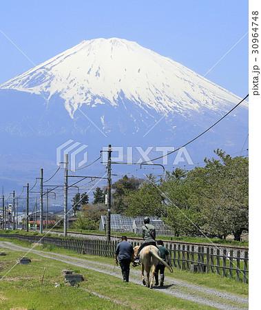 富士山の麓で乗馬体験 30964748