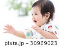 元気な赤ちゃん 30969023